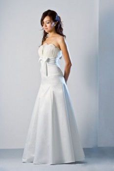 Wedding Dress scallop neckline A line front